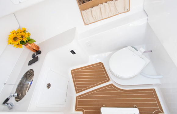 Head Compartment with Freshwater Toilet and Sink